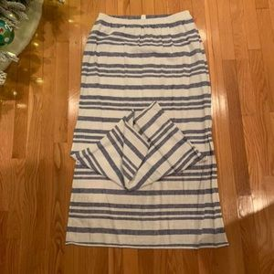 Old Navy skirt w slits on the side